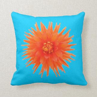 Le double coloré a dégrossi fleur orange bleue coussin décoratif