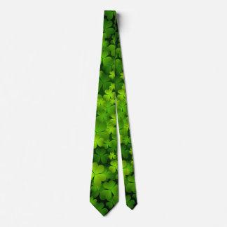 Le double irlandais de shamrock a dégrossi cravate
