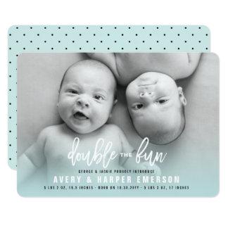 Le double le bébé d'amusement jumelle le carton d'invitation  12,7 cm x 17,78 cm