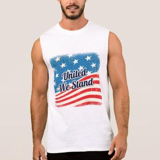 Le drapeau américain nous a unis se tiennent t-shirt sans manches