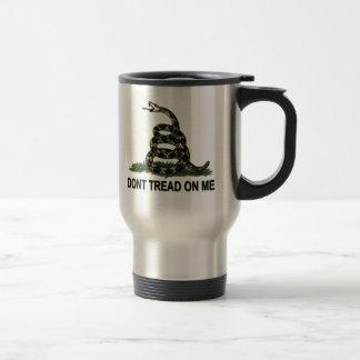 Le drapeau de Gadsden ne marchent pas sur moi le Mug De Voyage