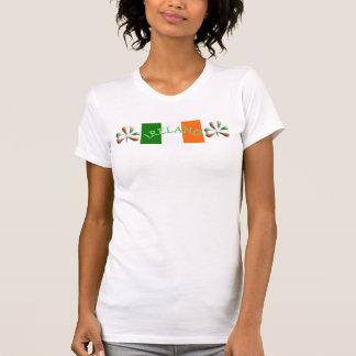 Le drapeau irlandais colore le shamrock orienté t-shirt