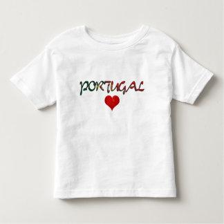 Le drapeau rouge de coeur d'amour du Portugal T-shirts