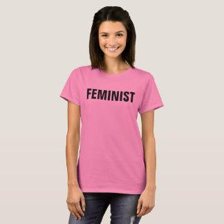 Le féministe résistent au T-shirt
