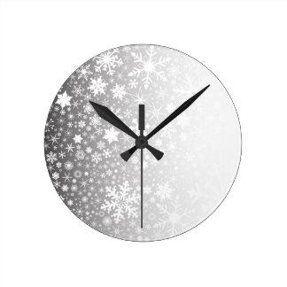 Le flocon de neige se fanent horloge ronde