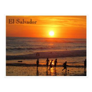 le football de coucher du soleil carte postale