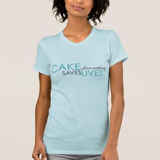 Le gâteau décorant sauve les vies - bleu t-shirt