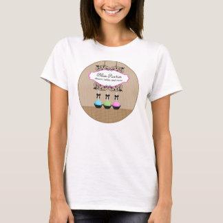 Le gâteau saute le T-shirt d'affaires de desserts