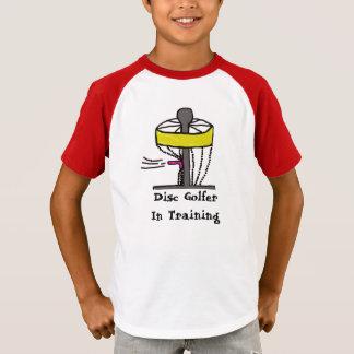 Le golfeur de disque dans la formation badine la t-shirt