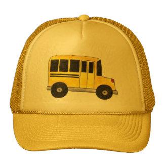 Le grand chauffeur d'autobus scolaire jaune casquettes