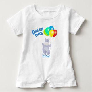 Le grand hippopotame rêveur monte en ballon barboteuse