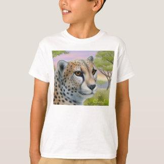 Le guépard en Afrique badine le T-shirt