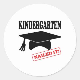 Le jardin d'enfants l'a cloué sticker rond
