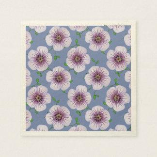 Le jardin pourpre doux floral fleurit sur serviette en papier