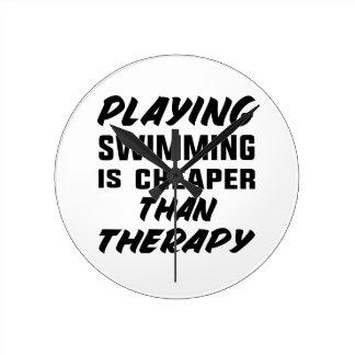 Le jeu de la natation est meilleur marché que la horloge ronde
