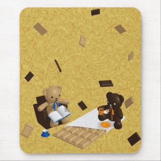 Le jouet bourré de l'ours tapis de souris