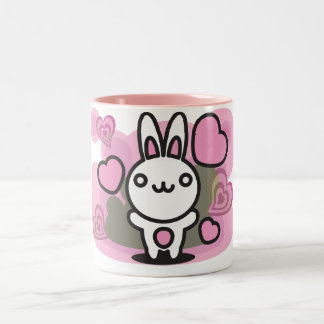 Le jouet bourré du lapin tasse à café