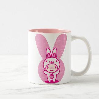 Le jouet bourré du lapin mug