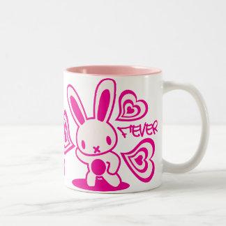 Le jouet bourré du lapin mug bicolore
