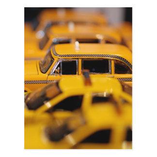 Le jouet de New York roule au sol la carte postale