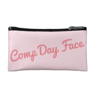 Le jour de concurrence composent le sac trousses make-up