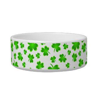 Le jour de St Patrick chanceux de chien du nom Écuelle Pour Chat