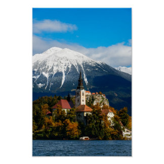 Le lac a saigné le paysage en automne poster