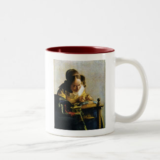 Le Lacemaker de Johannes Vermeer (circa 1670) Mug Bicolore