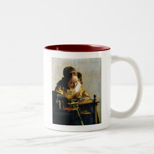 Le Lacemaker de Johannes Vermeer (circa 1670) Mugs