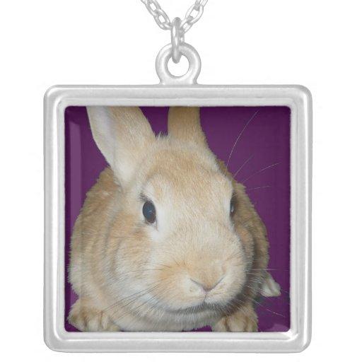 Le lapin d'or vous voit ! pendentif