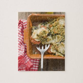 Le légume font cuire au four avec des pommes de puzzle