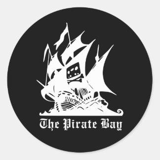 le logo de bateau de pirate de baie de pirate sticker rond