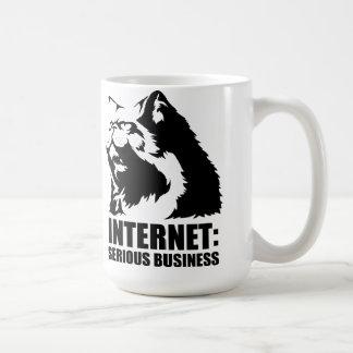le lolcat l Internet est des affaires sérieuses Mug