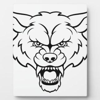Le loup folâtre le visage fâché de mascotte plaque photo
