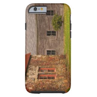 Le Maine, vieux bâtiment en pierre et grange en Coque iPhone 6 Tough
