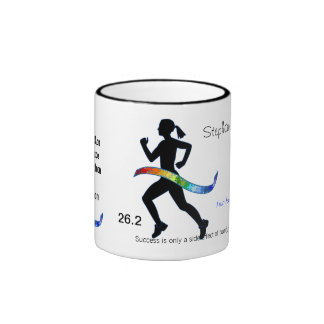 Le marathon des femmes avec le ruban de puzzle mug ringer