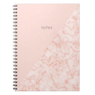 Le marbre du minimaliste et rougissent rose carnet