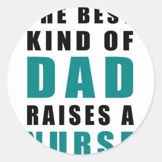le meilleur genre de papa élève une infirmière sticker rond