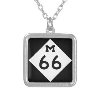 Le Michigan M-66 Pendentif Carré