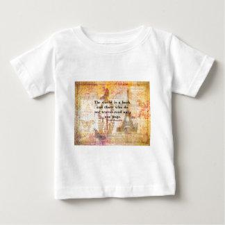 Le monde est un livre et ceux qui ne voyagent pas t-shirt pour bébé