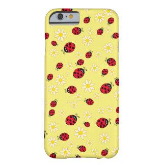 le motif de fleur mignon girly de coccinelle et de coque barely there iPhone 6
