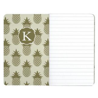 Le motif kaki   d'ananas ajoutent votre initiale carnet de poche