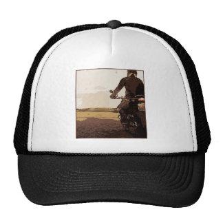Le motocycliste, un cycliste sur la route casquette