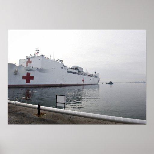Le navire-hôpital militaire de commande de transpo poster
