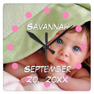 Le nom et la date de naissance du bébé horloge carrée