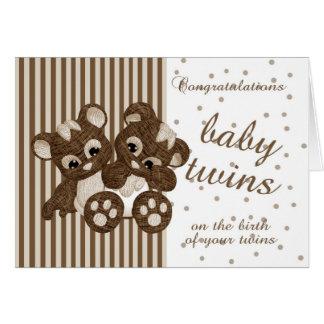 Le nouveau bébé jumelle des félicitations - carte de vœux