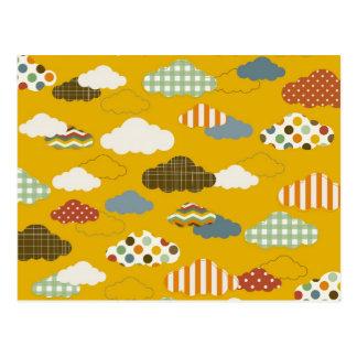 Le nuage pelucheux mignon modèle des rayures de carte postale