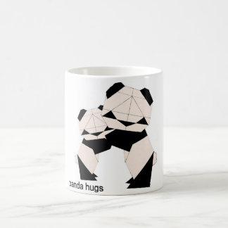 Le panda étreint la tasse changeante de couleur