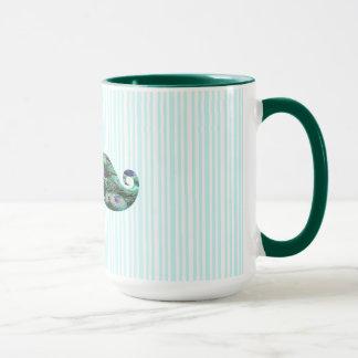 Le paon coloré drôle fait varier le pas de la mug