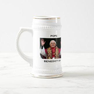LE PAPE BENOÎT XVI CHOPE À BIÈRE